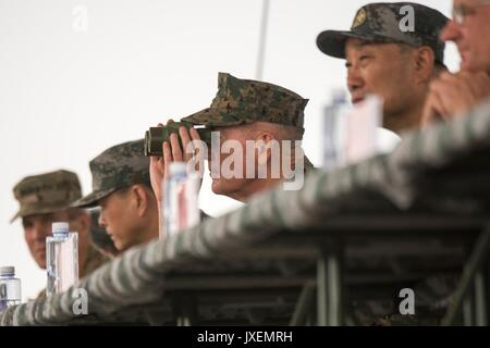 Haichung, China. 16th Aug, 2017. U.S. Chairman of the Joint Chiefs Gen. Joseph Dunford observes People's Liberation - Stock Photo