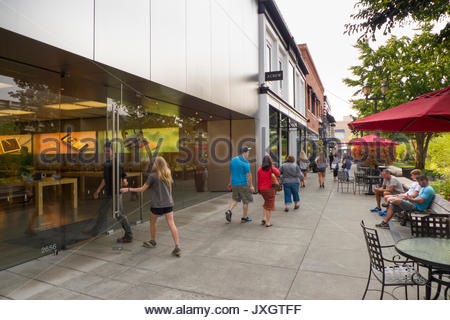 People entering the Apple store in the University Village outdoor lifestyle shopping center, Seattle, King County, - Stock Photo