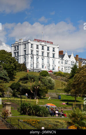 Westcliff Hotel on the cliffs above Southend on Sea seafront, Essex. Space for copy - Stock Photo