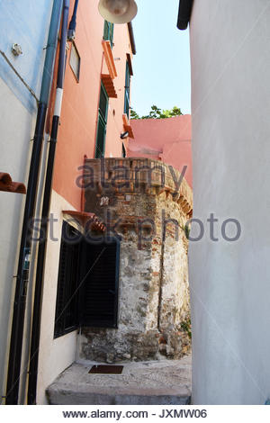 The alley between the buildings in Termoli in summer - Stock Photo
