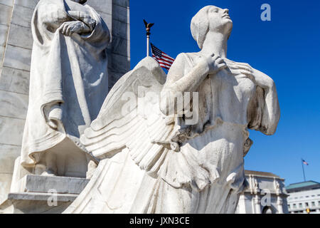Statues depicting Christopher Columbus and Native American greet passengers at D.C. Union Station, Columbus Circle, - Stock Photo