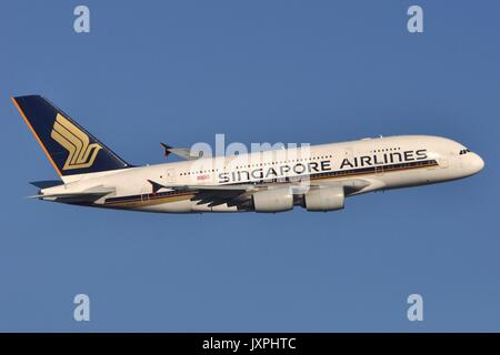 SINGAPORE AIRLINES AIRBUS A380-800 9V-SKG - Stock Photo