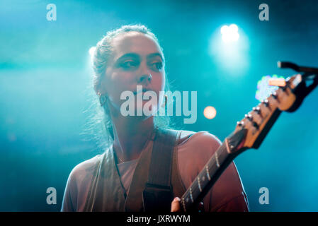 Edinburgh, Scotland, UK. 16th Aug, 2017. Ana Perrote, lead singer in the Madrid band Hinds onstage at Summerhall, - Stock Photo