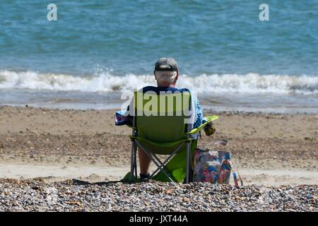 Weymouth, Dorset, UK. 17th Aug, 2017. UK Weather. Holidaymaker on the beach enjoying the warm sunny weather at the - Stock Photo