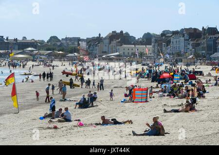 Weymouth, Dorset, UK. 17th Aug, 2017. UK Weather. Holidaymakers and sunbathers on the beach enjoying the warm sunny - Stock Photo