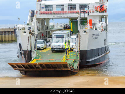 Largs, Scotland, UK. 17th August, 2017. UK Weather: People and vehicles leaving the Calmac  car ferry, MV Loch Shira, - Stock Photo