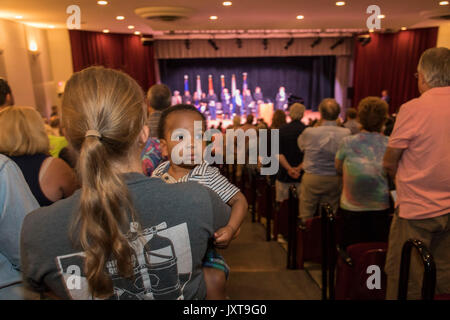 Grosse Pointe Farms, Michigan USA - 17 August 2017 - Five hundred people crowded the Grosse Pointe War Memorial - Stock Photo