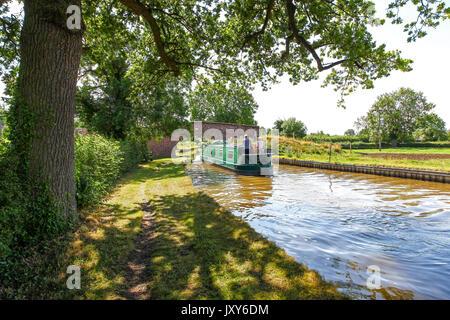 A narrow boat going under bridge number 5, Platt's Bridge, on the Llangollen Canal, Burland, Cheshire, England, - Stock Photo