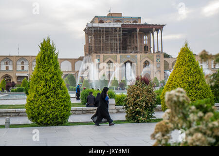 Iran: the Ali Qapu or Great Persian Palace viewed from Naghsh-i Jahan Square (Imam Square or Shah Square) in Isfahan - Stock Photo