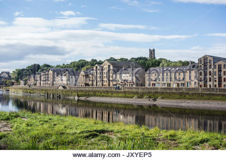 The converted warehouses on St Georges Quay, Lancaster, with the Priory Church on Castle Hill behind. - Stock Photo