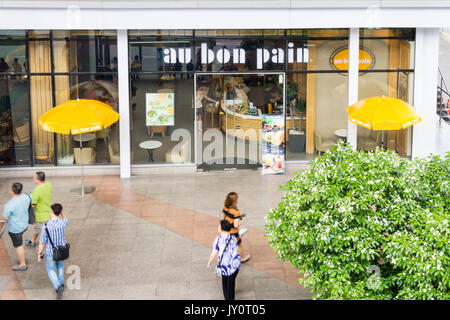 People walking past Au Bon Pain, Ratchadamri, Bangkok, Thailand - Stock Photo
