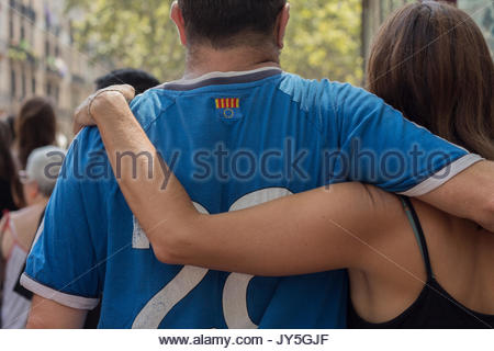 Barcelona, Spain. 18th August, 2017. 18 08 2017. A tourists couple walking trough la rambla the morning after Barcelona - Stock Photo