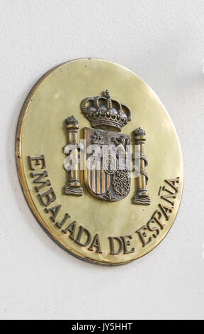 Spanish Embassy. London, UK. 18th Aug, 2017. Spanish Embassy in London. Spanish police on Friday hunted for the - Stock Photo