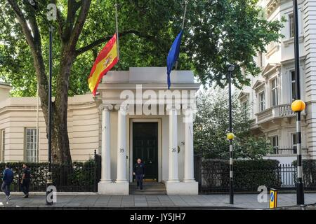 London, UK. 18th Aug, 2017. Spanish and EU Flag flies at half mast outside their London Embassy after yesterdays - Stock Photo