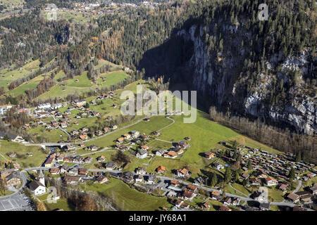 Luftaufnahme des Dorf Lauterbrunnen *** Local Caption *** Wengen, Lauterbrunnen, Berne, Church, Landscape, Switzerland, - Stock Photo