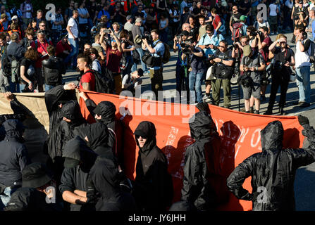 GERMANY, Hamburg, protest rally 'G-20 WELCOME TO HELL' against G-20 summit in july 2017, extremist of black block - Stock Photo
