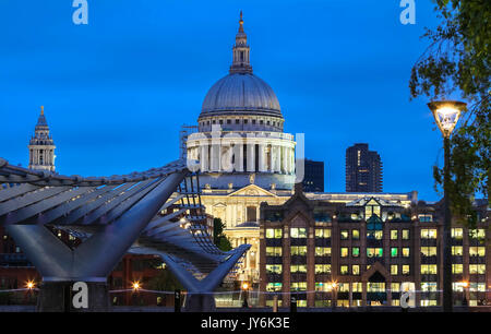 The nighttime view of the dome of Saint Paul's Cathedral, City of London. - Stock Photo