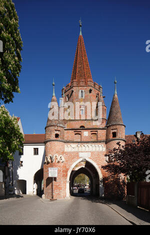 Stadttor Kreuztor in der Altstadt, Ingolstadt, Oberbayern, Bayern, Deutschland, Europa  I  Kreuztor, old city gate, - Stock Photo