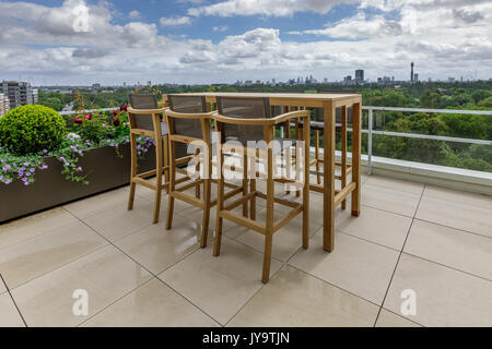 Stylish roof terrace with a view over the Regent's Park in Central London - Stock Photo