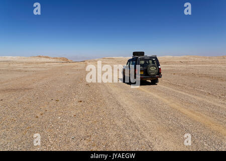 Car (Landrover Discovery 1) on gravel road in Namib-Naukluft-Park, east of Swakopmund, District Swakopmund, Namibia - Stock Photo
