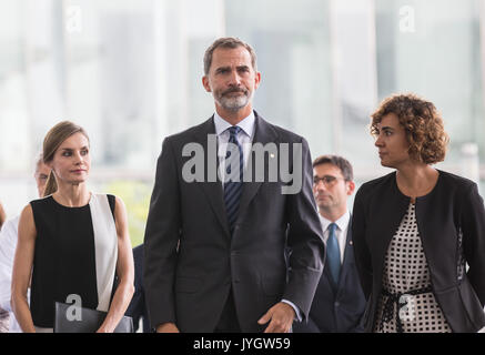 Barcelona, Spain. 19th Aug, 2017. Spain's King Felipe VI (Front C) and Queen Letizia (Front L) arrive at the Hospital - Stock Photo