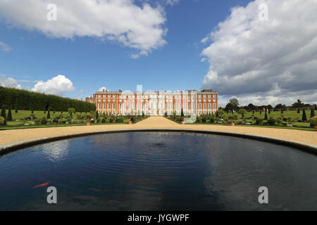 Hampton Court, Surrey, UK. 19th August, 2017. The privy garden looking magnificent on a lovely sunny day at Hampton - Stock Photo