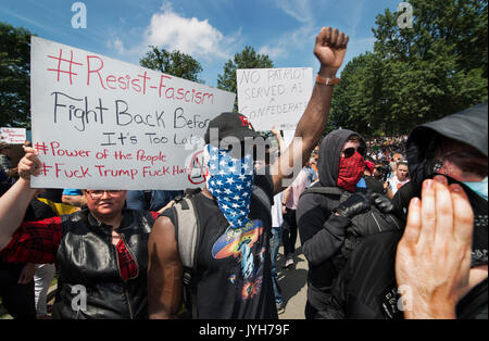 Boston, USA. 19th Aug, 2017. Boston police estimated that 40,000 counterdemonstrators gathered at the center of - Stock Photo
