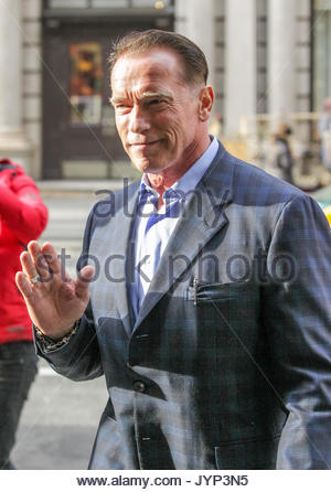 arnold schwarzenegger actor arnold schwarzenegger out shopping in