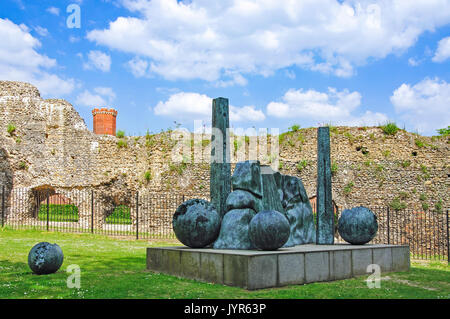 Reading Abbey ruins showing Jens Flemming Sørensen 'Balls Head' sculpture, Forbury Gardens, Reading, Berkshire, - Stock Photo