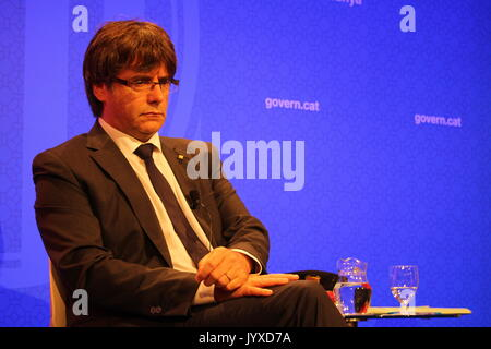 Barcelona, Spain. 20th Aug, 2017. President of the goverment of Catalonia Carles Puigdemont, meeting the foreign - Stock Photo