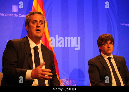 Barcelona, Spain. 20th Aug, 2017. President of the goverment of Catalonia Carles Puigdemont and Catalan minister - Stock Photo