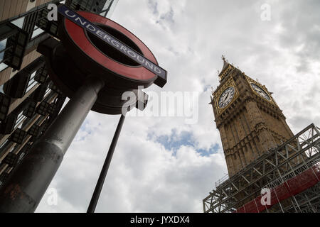 London, UK. 20th August, 2017. Big Ben and Westminster's Parliament buildings seen with scaffolding for the renovation - Stock Photo