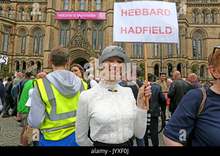 Manchester, UK. 20th Aug, 2017. A women holds up a sign with the name 'Hebbard Hadfield' at a memorial marking the - Stock Photo