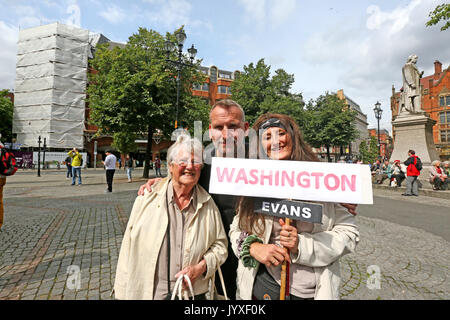 Manchester, UK. 20th Aug, 2017. Actor Christopher Eccleston stood with people holding a placard with 'Washington - Stock Photo