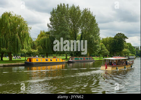 Stratford upon Avon and tourist boats on the River Avon. - Stock Photo
