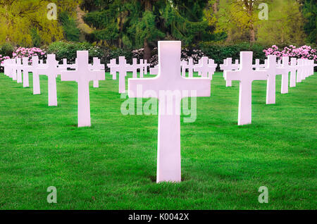 White marble headstones from an American memorial graveyard, displayed in a perfect symmetry, located in Hamm, Luxembourg - Stock Photo