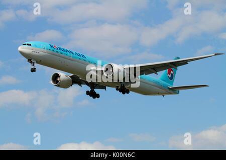 Commercial air travel. Korean Air Boeing 777-300ER widebody long-haul passenger jet on approach - Stock Photo