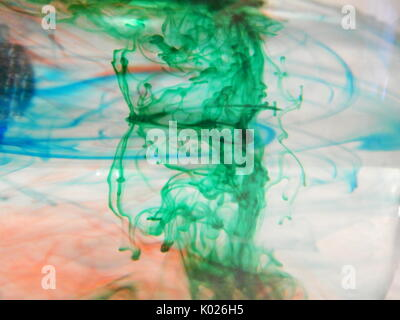 Food Coloring water experiment Stock Photo: 154942372 - Alamy