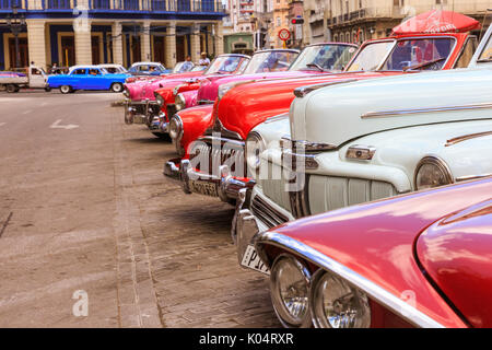 Classic American cars parked in Havana, Cuba - Stock Photo