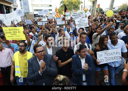 Barcelona, Spain. 21st Aug, 2017. People take part in a demonstration organized by several Muslim association of Catalonia which gathered the main religious denominations of the community to express their rejection of any type of terrorism after the attacks in Catalonia, in Barcelona, Spain, 21 August 2017. EFE/Alejandro Garcia Credit: EFE News Agency/Alamy Live News