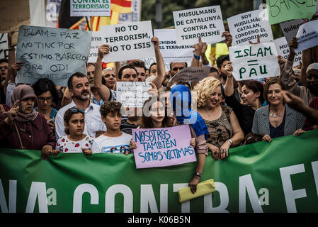 Barcelona, Spain. 21st Aug, 2017. Muslim protestors with their placards condemn the recent jihadist terror attacks in Barcelona and Cambrils which killed 15 people and injured more than 100 shouting slogans at Catalonia Square Credit: Matthias Oesterle/Alamy Live News
