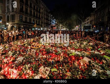 Barcelona, Spain. 21st Aug, 2017. Muslim protestors condemn the recent jihadist terror attacks in Barcelona and - Stock Photo