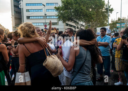 Barcelona, Spain. 21st Aug, 2017. Thousands of people belonging to some 150 Muslim and non-Muslim organizations and associations in Barcelona have concentrated on Plaça de Catalunya in the Catalan capital on Monday to reject the attacks that took place last Thursday (17 August 2017) in Barcelona and Cambrils to the cry of  not in my name and we are not afraid. Credit: Francisco Jose Pelay Cortes/Alamy Live News