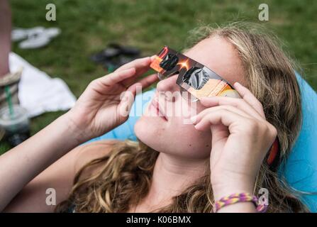 New York City, New York, USA. 21st Aug, 2017. New Yorkers view the Solar Eclipse from Central Park (67th St. Credit: - Stock Photo