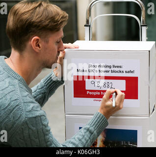 Westminster. London, UK. 22nd Aug, 2017. John Tyson, the founder of a petition to bring in fire safety regulations - Stock Photo