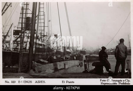 Harbour scene, Buenos Aires, Argentina, South America, with ships and men.      Date: circa 1930 - Stock Photo