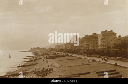 Eastbourne, East Sussex - View of the beach from the Pier.     Date: 1911 - Stock Photo