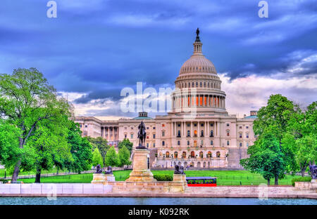 The United States Capitol Building with the Ulysses S. Grant memorial. Washington, DC - Stock Photo