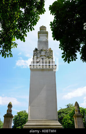 Cenotaph in Southampton framed by trees and blue sky - Stock Photo