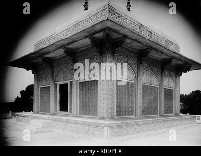 AJAXNETPHOTO. 2ND JANUARY, 1922. AGRA, INDIA. - ITMAD-UD-DOWLAH, AGRA, CENOTAPH CHAMBER. PHOTO:T.J.SPOONER COLL/AJAX - Stock Photo